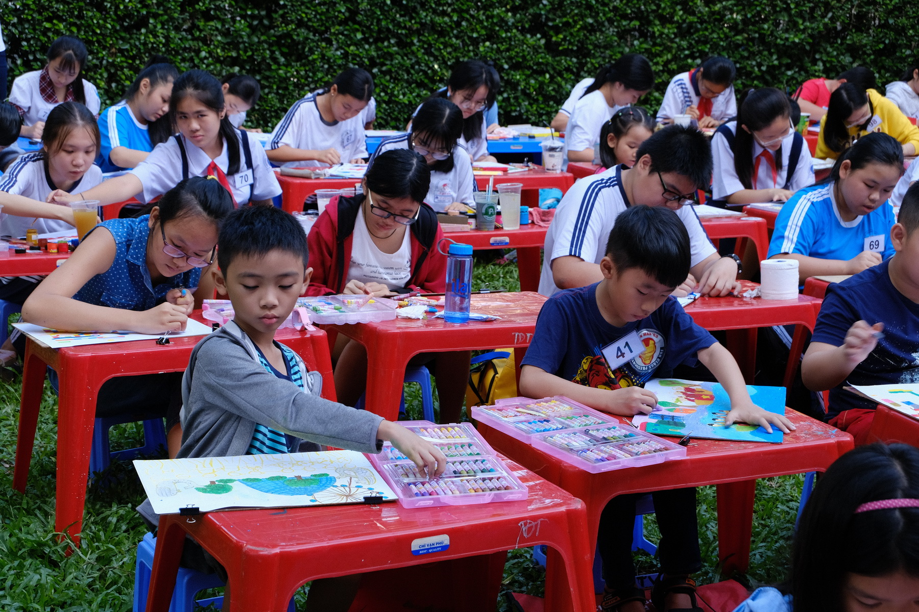 Children participate in the art competition to celebrate the 45th anniversary of the diplomatic relations between Vietnam and Singapore in Ho Chi Minh City on January 8, 2018. Photo: Tran Phuong/Tuoi Tre News