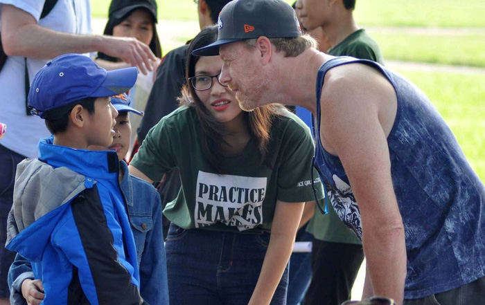 Vietnamese woman takes rural students to royal city in order to learn English
