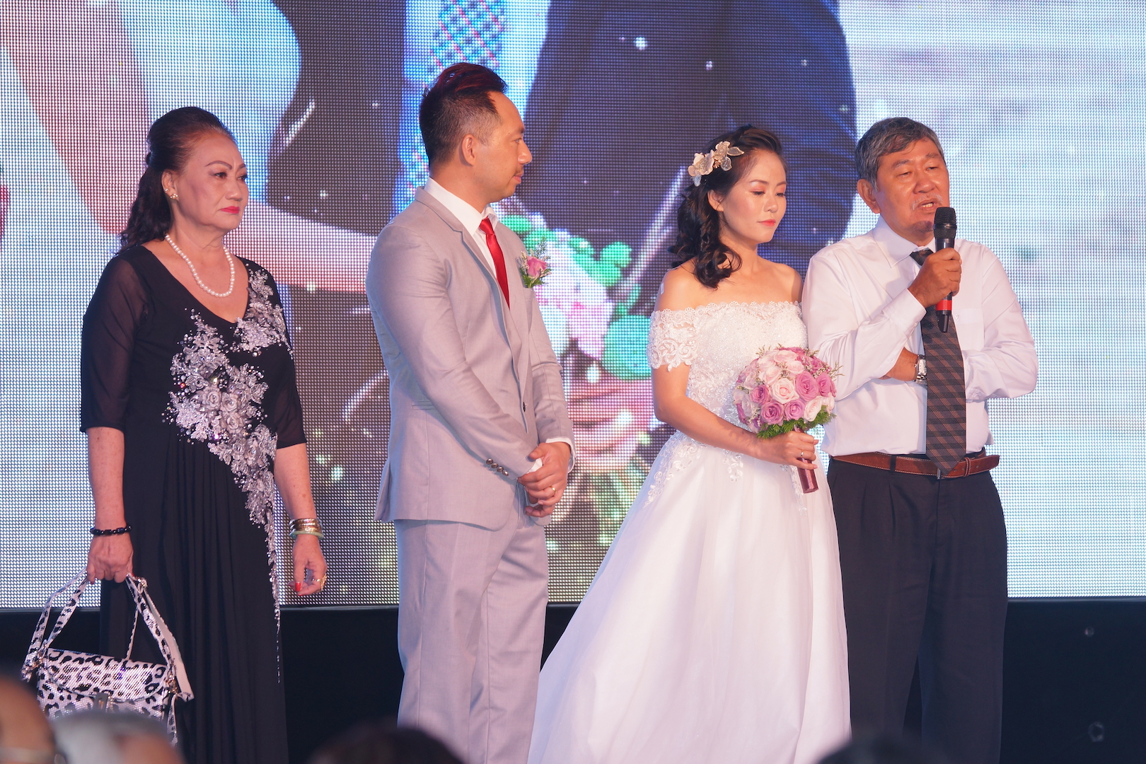 ​Wedding receptions in Hanoi 'more relaxed' than in Saigon