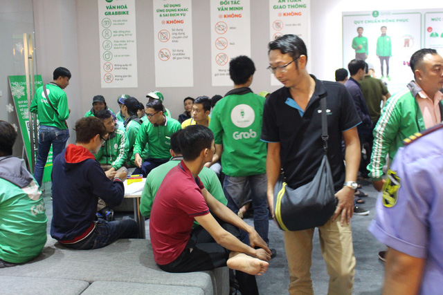 GrabBike drivers stage strike over new commission ratio in Ho Chi Minh City