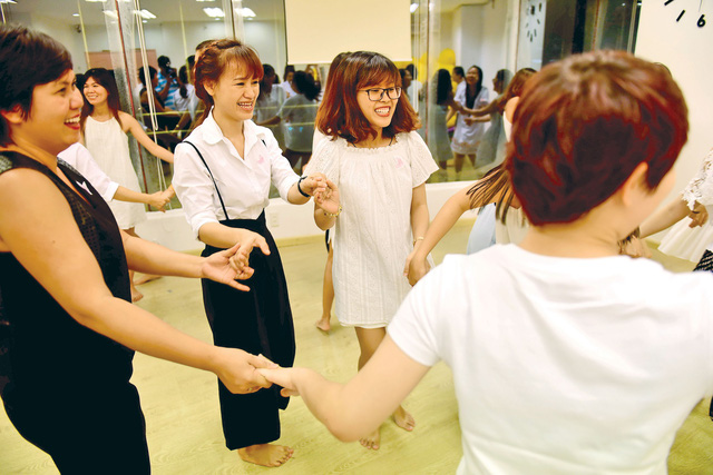 Foreigners share ideas on helping those suffering depression