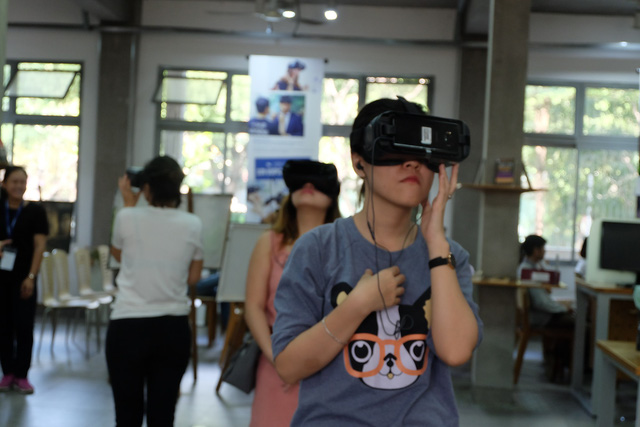 Youth throng to experience virtual reality of Son Doong Cave in Saigon
