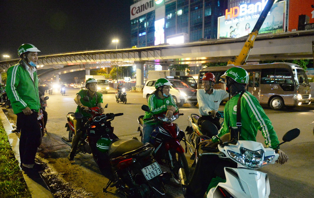 Nation 'doomed' as skilled young Vietnamese turn to Uber, Grab in droves