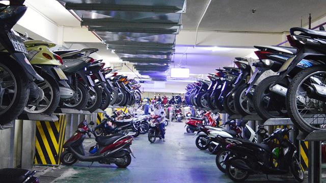 Ho Chi Minh City to begin closing downtown sidewalk parking lots
