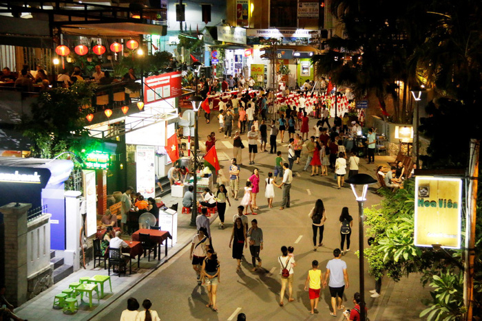 Weekend walking street a success in Vietnam's Hue City