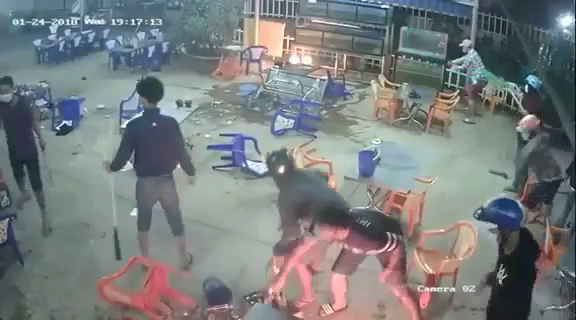 Weapon-carrying Vietnamese youths destroy restaurant in southern Vietnam