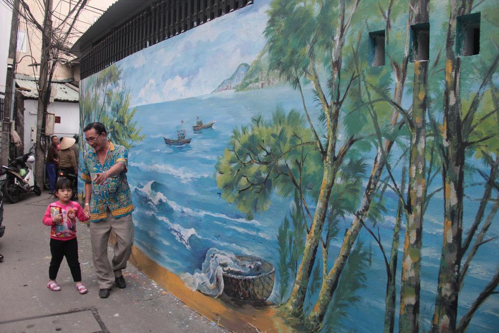 Frescos give facelift to old back-alley in Da Nang
