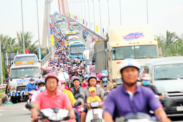 Congestion lurks at Ho Chi Minh City entrances ahead of Lunar New Year
