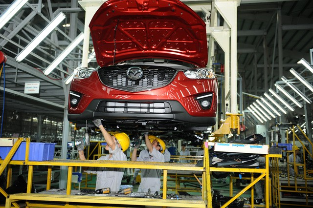 Locally-made cars in Vietnam get huge price cuts over new import rules