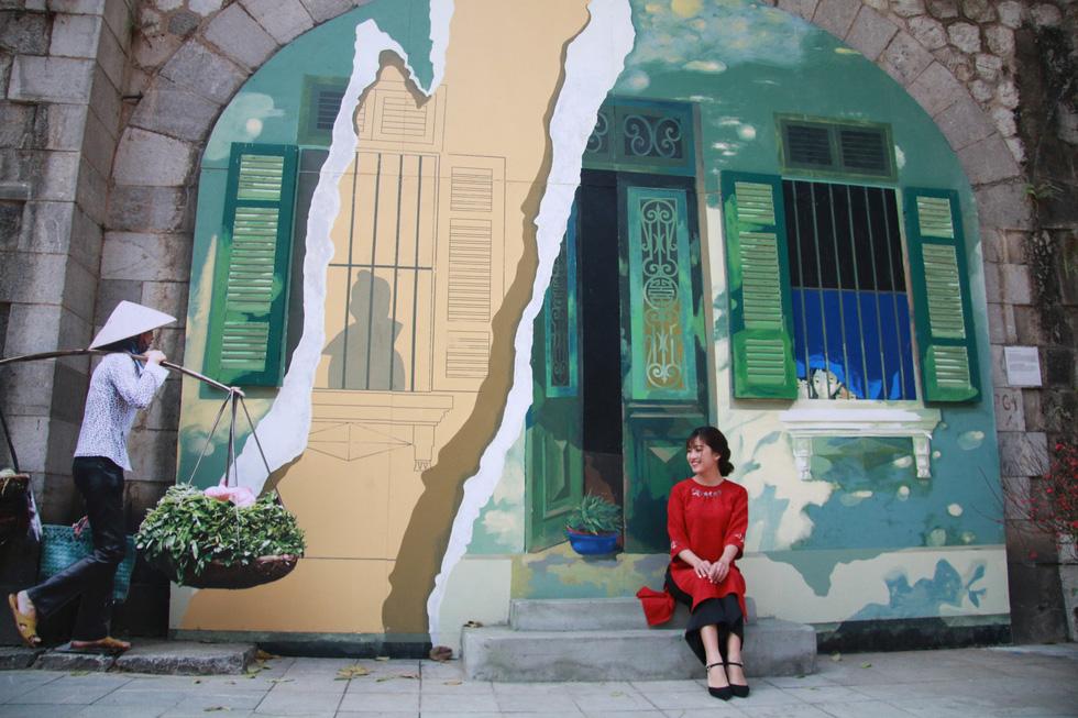 A fresco of an old-style home in Hanoi. Photo: Tuoi Tre