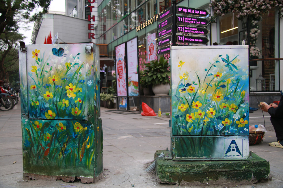 Road side electrical cubicles adorned with still-lifes. Photo: Tuoi Tre