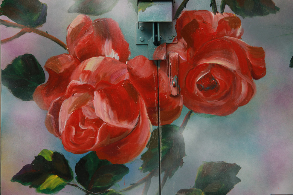 A close-up of one of the painted roses. Photo: Tuoi Tre