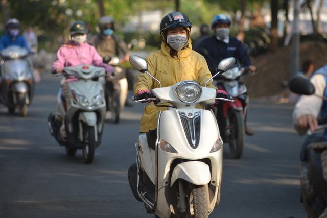 Temperature plummets due to cold snap in southern Vietnam
