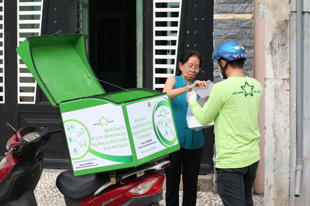 Vietnamese youth knock on home doors to collect e-waste