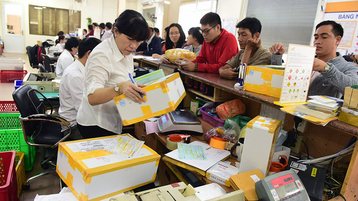 Delivery services speed up as Tet nears in Vietnam