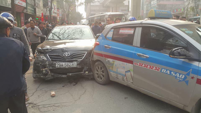 Four hospitalized in six-vehicle pile-up in Hanoi