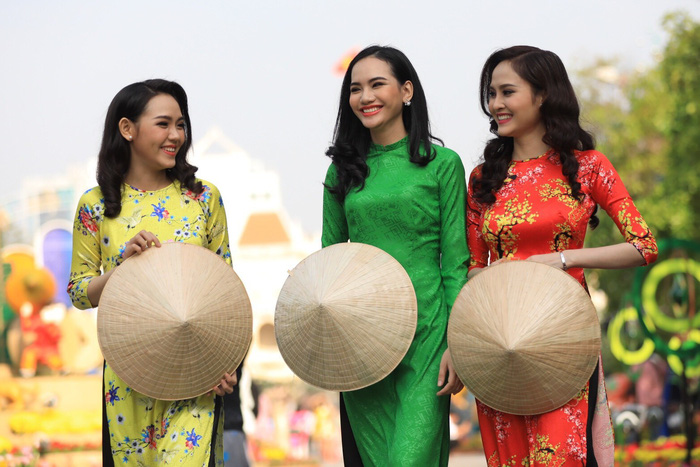 Three Vietnamese women in ao dai. Photo: Tuoi Tre