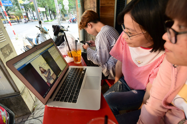 ​Sellers hunting belles for live-streamed sales in Vietnam