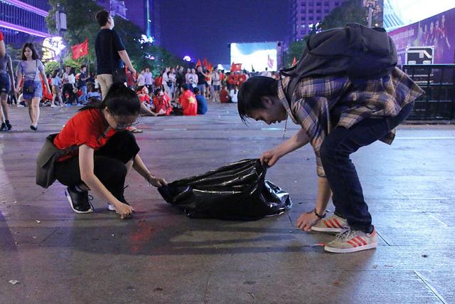 Vietnam passenger shamed for protesting bus attendant's littering on street