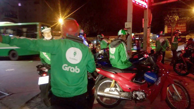 ​Dishonest GrabBike drivers prey on passengers at Ho Chi Minh City bus station