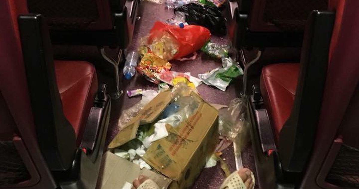 An aisle of a passenger bus full of trash is seen in this photo posted on the Facebook of Tuan Anh.