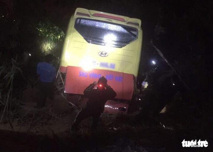 1 killed, 19 injured as sleeper bus plunges off cliff in Vietnam