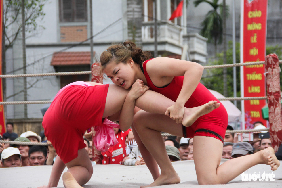 In this competition in northern Vietnam, female wrestlers take on men