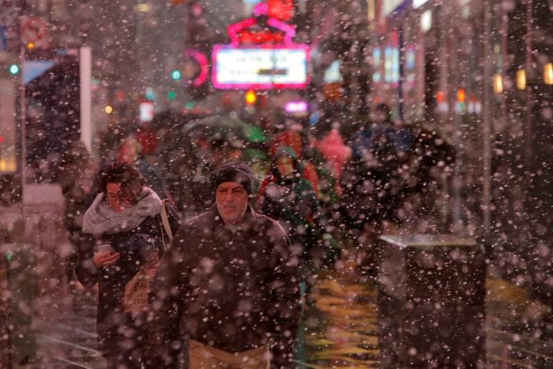 Storm lashing U.S. Northeast kills at least five people