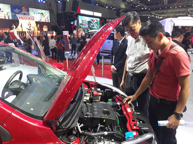 Imported cars continue to penetrate Vietnam despite highly restrictive law
