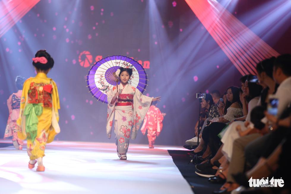 """Kimono"" from Japan. Photo: Tuoi Tre"