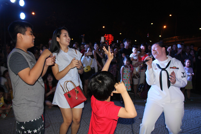 US Navy sailors join locals in music night in Da Nang