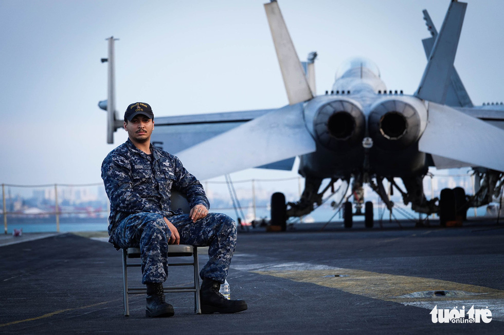 A U.S. military man is pictured on the USS Carl Vinson deck. Photo: Nguyen Khanh/Tuoi Tre