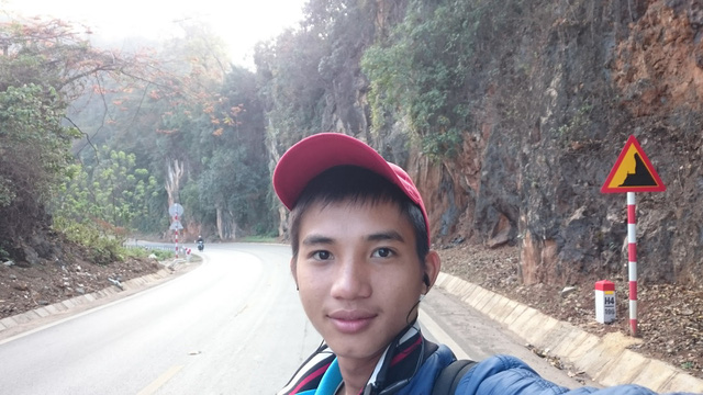 Vietnamese student defers studies to walk nationwide single-handedly