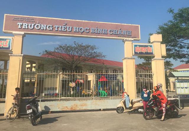 Vietnamese Party member forcing teacher to kneel faces severest punishment