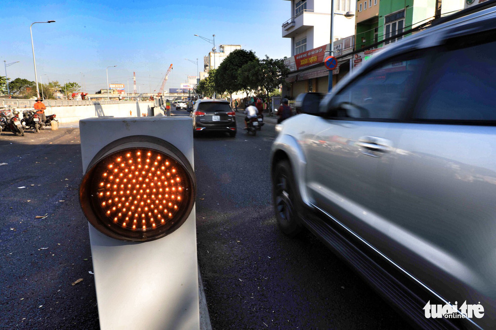 A traffic light is seen at one end of the An Suong underpass in Ho Chi Minh City. Photo: Tuoi Tre
