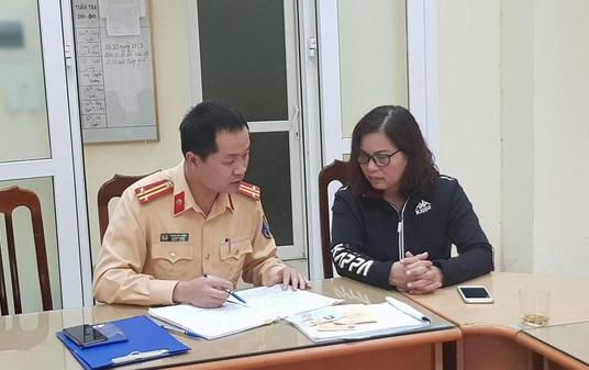 Hanoi woman fined, has license revoked for making careless U-turn on bridge