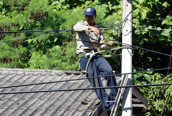 Vietnam mulls over increased electricity importation from Laos