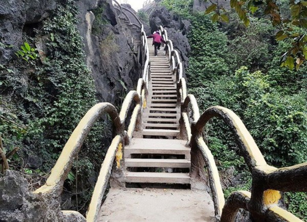 ​​Flights of stairs at Vietnam's UNESCO World Heritage Site to be taken down