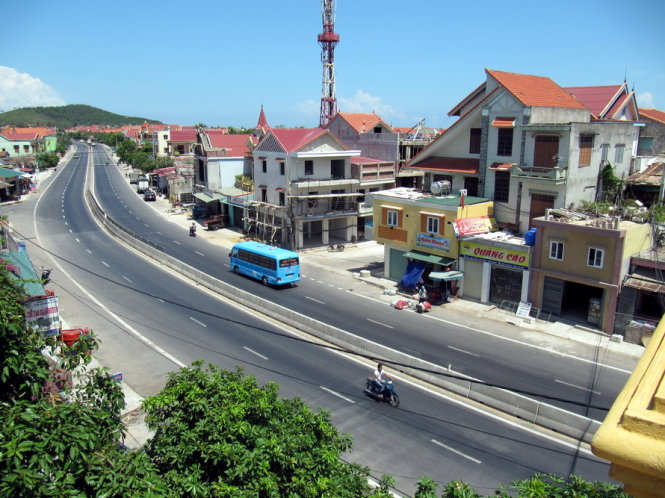 ​Private buildings encroach on Vietnamese national roads