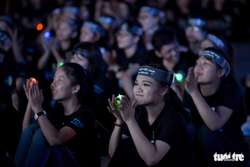 Young volunteers take part in the 2018 Earth Hour at the Youth Culture House in Ho Chi Minh City on March 24, 2018. Photo: Tuoi Tre