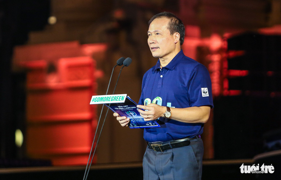 Deputy Minister of Industry and Trade Cao Quoc Hung speaks at the Earth Hour event in Hanoi on March 24, 2018.