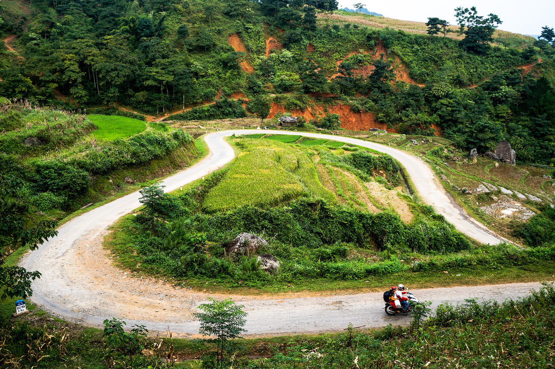 Heart-shaped curves on the road near Ta Xua Village, in Son La Province. Photo: Tuoi Tre