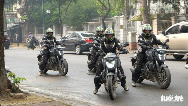 Female Indian bikers crossing many national borders arrive in Vietnam