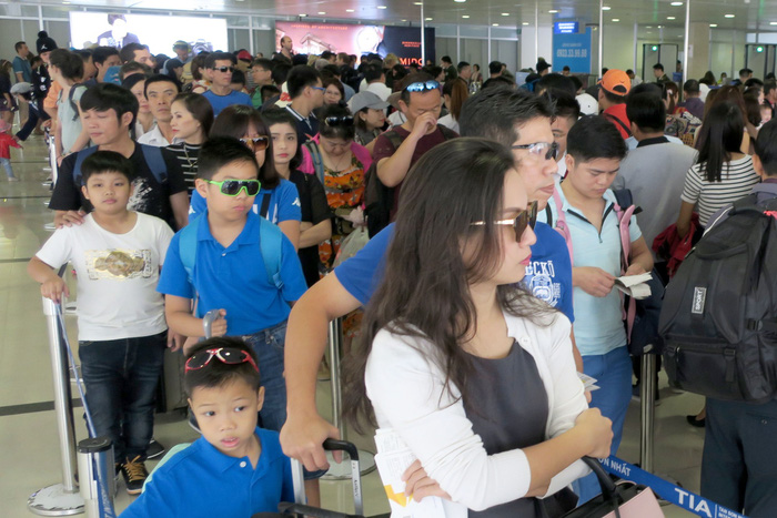 Vietnamese carriers, airports increase service charges