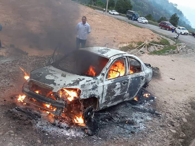 Car burned to ground on mountain pass in south-central Vietnam
