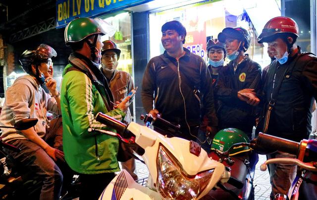 Vietnamese men form vigilante group, deterring robbery at night