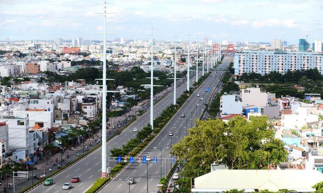 Restrooms, footbridges a rare sight along Saigon's multibillion-dollar roads