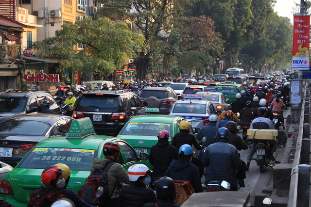 Hanoi suggests collecting fees in traffic jam hotpots