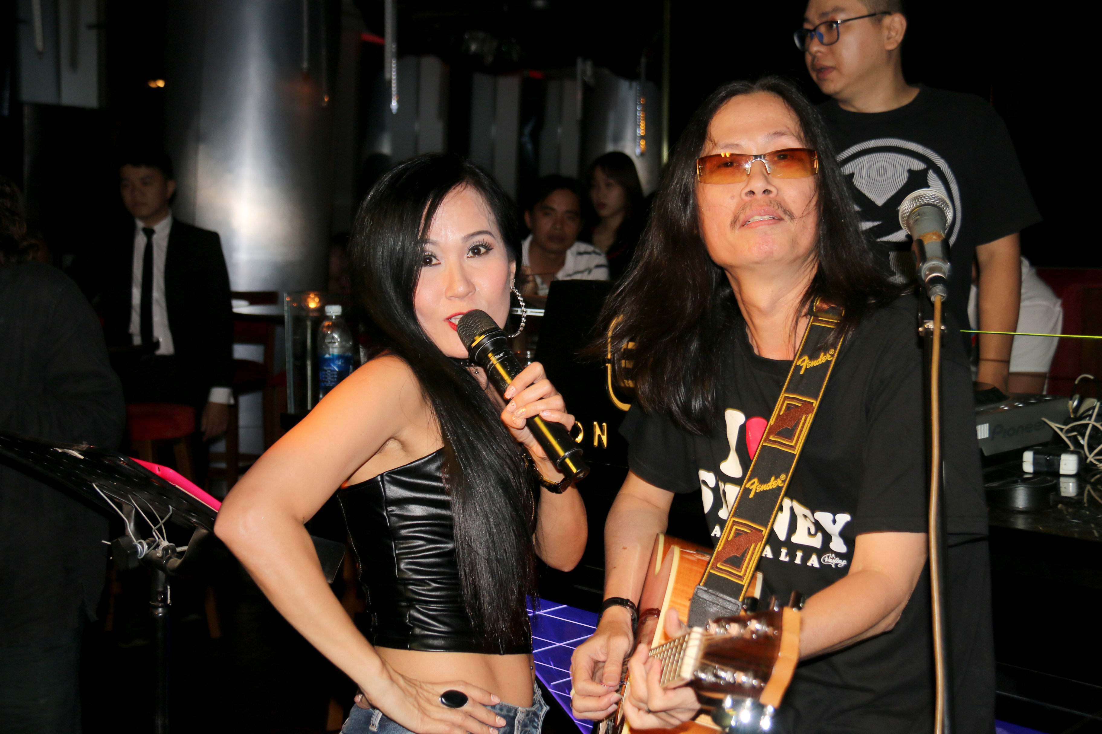 Filipino singers in Vietnam – P1: The beauties on stage