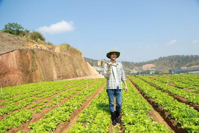 Vietnamese engineer leaves career to bring clean food to the masses